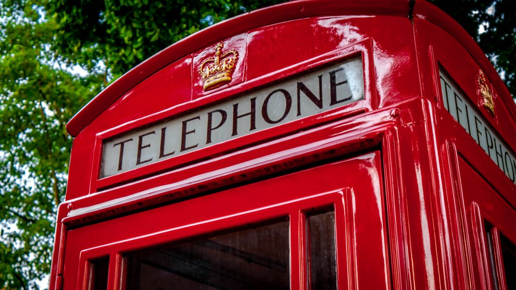 picture of red public telephone box